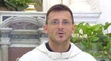 «Presto diventerà papà» il Vescovo di Ischia sospende don Gianfranco