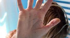 Gang di baby-bulle picchia quindicenne: l'ordine partito da una diciottenne gelosa