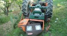 Cade dal trattore, schiacciato dal rimorchio: morto 60enne veronese