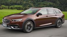 Opel Insignia, arriva l'avventurosa Country Tourer: look deciso, trazione integrale e BiTurbo da 210 cv