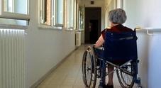 Ottantenne affetta da demenza violentata in casa di riposo: arrestato operatore