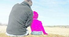 Papà operaio separato, l'azienda gli cambia turni per accudire figlia