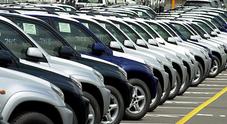 Mercato auto ancora in calo ad agosto: -3,1%. Crolla il diesel: -18,1% di quota