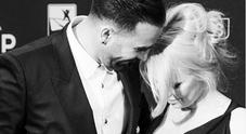 Pamela Anderson divorzia da Adil Rami: «Un mostro la mia vita una bugia»