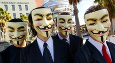 Rapine violente con la maschera di Anonymous: presi quattro banditi