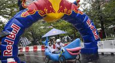 Red Bull Soapbox Race, salti e chicane fra balle di fieno con musica e show dell'equipaggio