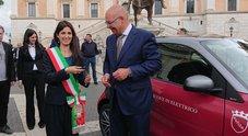 Mercedes consegna Smart elettrica alla sindaca Raggi. Incontro con il presidente Guerry in Campidoglio