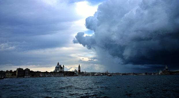 Meteo. Autunno anomalo in Veneto: pioggia, neve e temperature record (Foto di Lena Lindell da Pixabay)