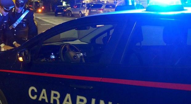 Roma, abusa di alcol e farmaci e picchia il padre anziano e la figlia: arrestata 44enne