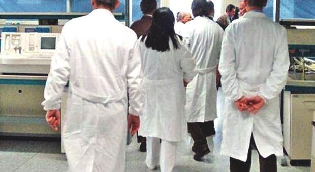 Febbre alta per giorni, muore bambino di 6 anni: sospetta meningite