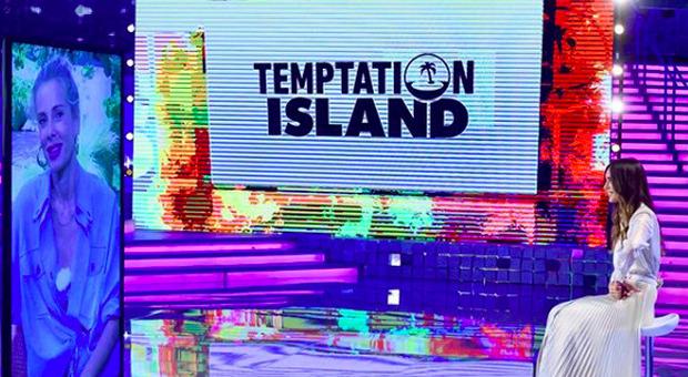 Temptation Island, Alessia Marcuzzi a Verissimo: «Una coppia è scoppiata, ecco cosa è successo, è stata tosta»  (credits Verissimo/Instagram)
