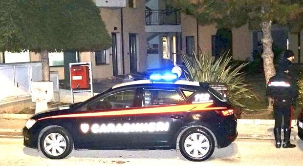 I carabinieri davanti l'ufficio postale di Monterado