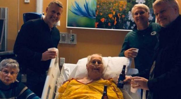 L'ultimo brindisi con il nonno prima di morire. Il tweet è virale