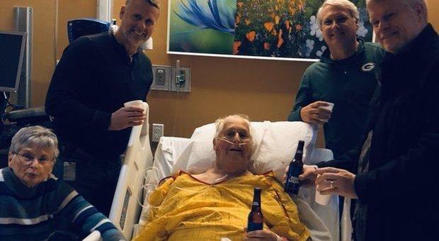 L'ultima birra prima di morire: la foto che emoziona i social