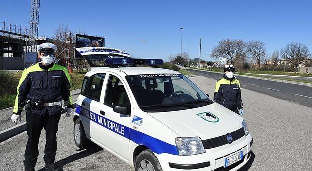 Pesaro, controlli a tappeto: chiusi due negozi e denunciati 35 furbetti del Coronavirus