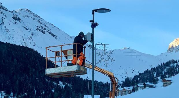 L'installazione delle telecamere sui passi dolomitici