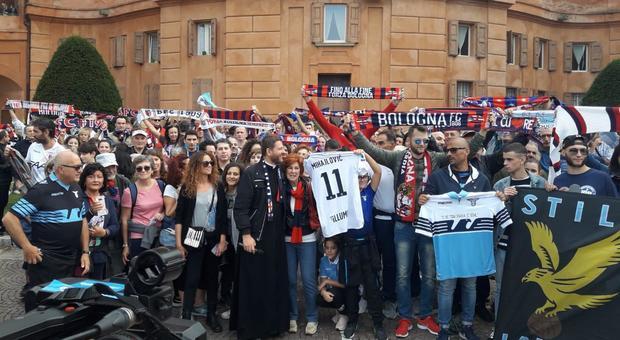 Bologna-Lazio, Mihajlovic va in panchina. I tifosi in corteo per salutare il tecnico in ospedale