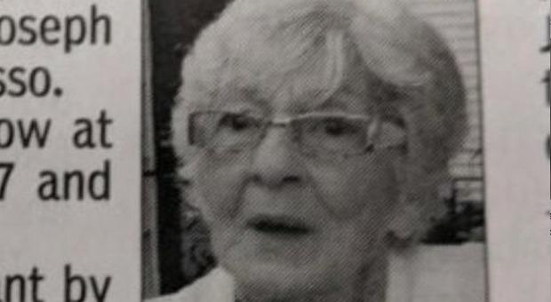 «Mamma non ci mancherai», il necrologio choc dei figli di una donna di 80 anni