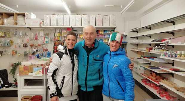 Lo storico commerciante Baggetto di Castion, che ha chiuso: due clienti lo salutano