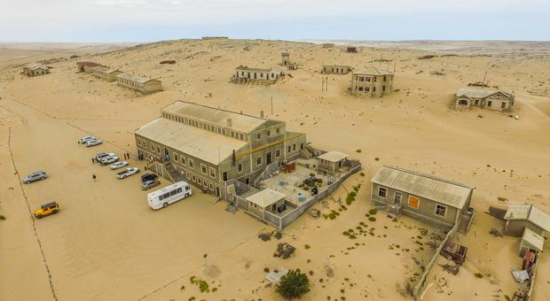 Nel deserto del Namib c'è una città fantasma: Kolmanskop, ex paradiso dei diamanti