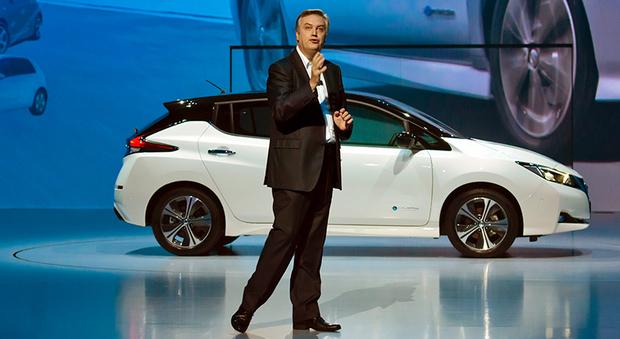 Daniele Schillaci, durante la presentazione della nuova Leaf. E' vicepresidente di Nissan e responsabile per vendite e marketing, oltre che del business dei veicoli a emissioni zero e delle relative batterie