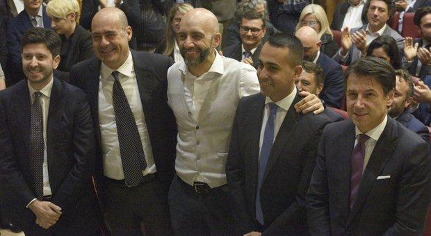 Umbria, elezioni: Conte, Di Maio e Zingaretti insieme. Il premier: «La manovra è redistributiva»