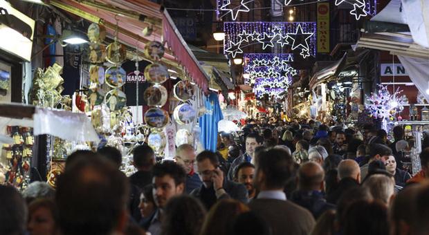 Napoli valuta il senso unico per i pedoni a San Gregorio Armeno: troppi turisti