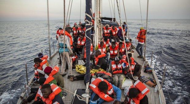 A Malta i 13 migranti più «deboli» a bordo di Mediterranea. Ong tedesca ne salva altri 65