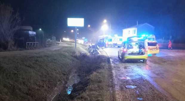 L'incidente a Polverigi: cinque ragazzi coinvolti, due feriti