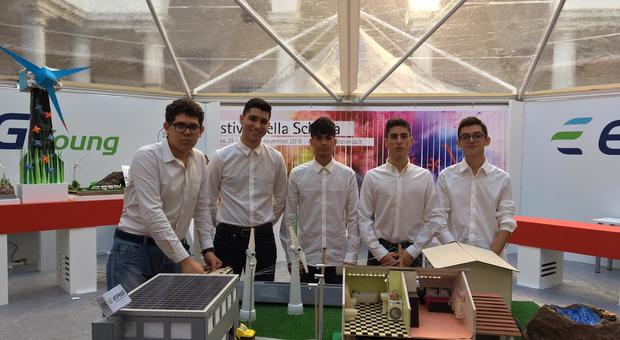 Gli studenti del Rosatelli con plastico vincitore del concorso