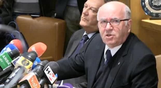 Tavecchio alza bandiera bianca e si dimette: la conferenza stampa