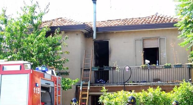 Fiamme divampano all 39 interno di una casa famiglia evacuata for Interno di una casa