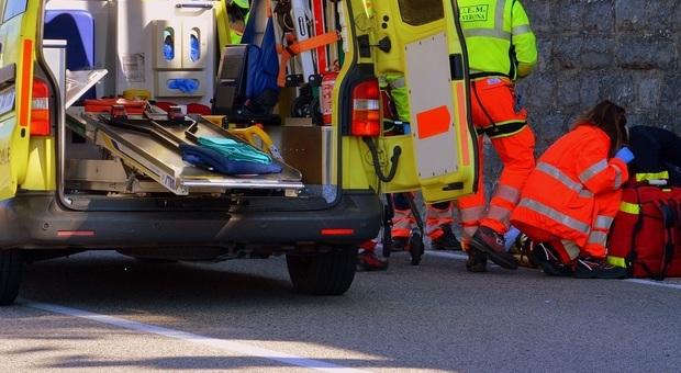 Camion si schianta contro il ponte. La cabina accartocciata: autista morto. Lesionata una trave: strade chiuse (Foto di Gianni Crestani da Pixabay)