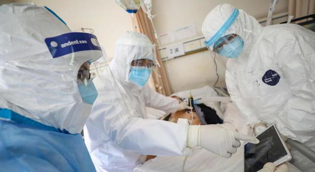 Coronavirus, l'Iss: «La curva dei contagi rallenta, ma senza misure restrittive avremmo tante Codogno»