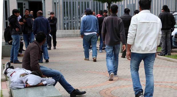 Migranti con lo stipendio da 1.500 euro al mese e intascavano pure gli aiuti di Stato