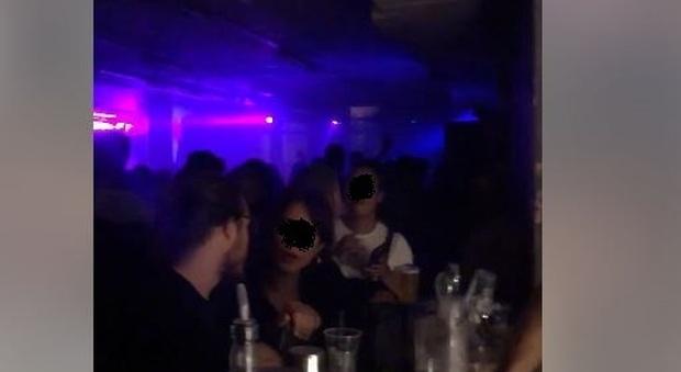 Spin Time, riapre la discoteca abusiva (con ingresso a pagamento) nel palazzo occupato
