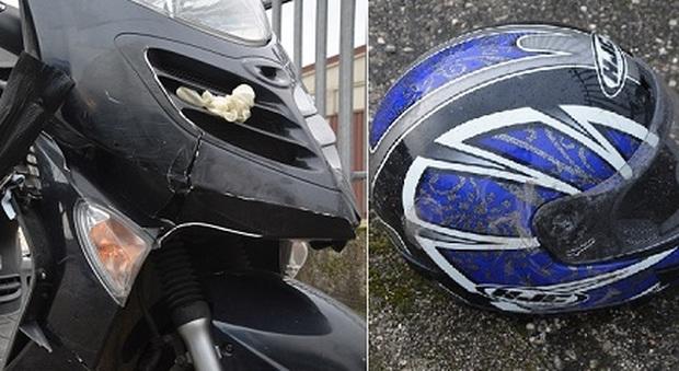 Lo scooter che è finito sotto il tir