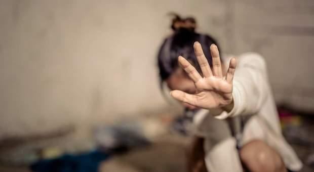 «Io, violentata da mio fratello per 10 anni. Mi diceva: è un gioco». Racconto choc di una 22enne