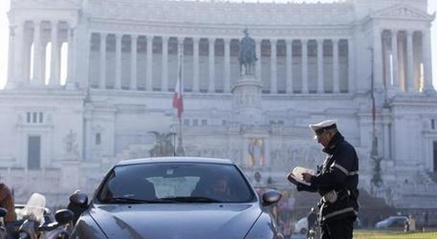 Serrata anti-smog, il pasticcio di Roma: «Stop a tutti i diesel»
