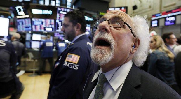 Giornata nera a Wall Street, Trump accusa la Federal reserve: «Sono impazziti»