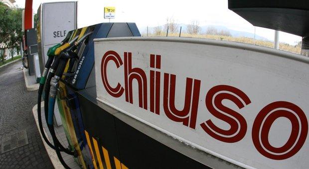 I benzinai annunciano lo stop da domani. Il governo dovrà dare subito risposta se si vuole evitare il blocco del paese