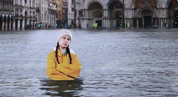 «Ve l'avevo detto»: il fotomontaggio virale di Greta Thunberg a piazza San Marco