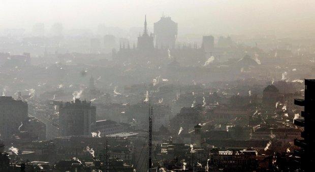 Smog, è bollino rosso in tutta Italia: stop auto dal nord a Roma