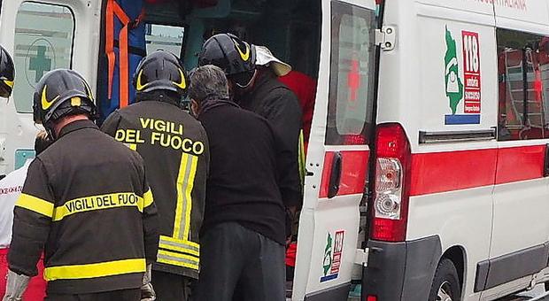 Un intervento di ambulanza e vigili del fuoco (FOTO ARCHIVIO)
