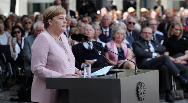 Angela Merkel durante la commemorazione dell'attentato a Hitler