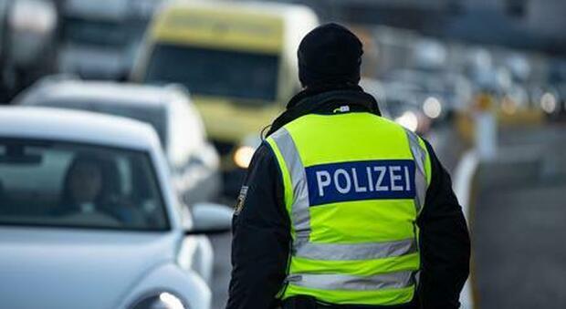Cinque bambini trovati morti in una casa. La scoperta choc, mistero in Germania