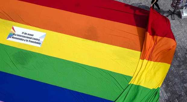 Una quindicenne denuncia: «Presa a pugni perché lesbica»