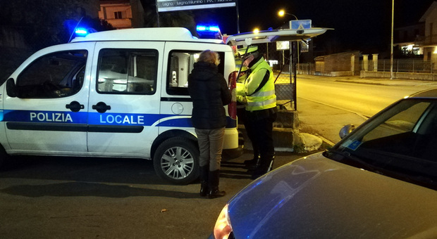 Un controllo della polizia locale