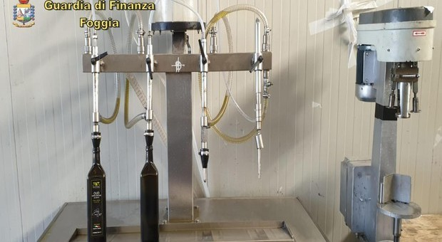 Olio di soia venduto per extravergine a 10 euro al litro in Italia e all'estero: 24 in manette