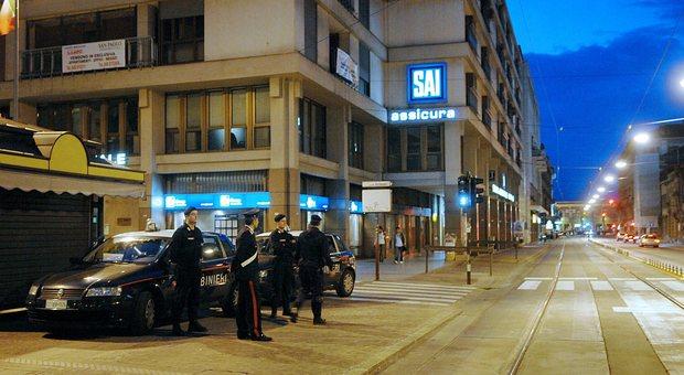 Piazza de Gasperi: residenti esasperati dagli spacciatori. Blitz dei carabinieri
